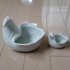 "Thumbnail of ""ダンスク、大小とり、ホワイト陶器。"""