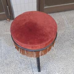"Thumbnail of ""レトロ レッドベロア椅子 回転ピアノ椅子"""