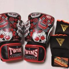 "Thumbnail of ""Twinsボクシンググローブ黒&赤ドクロ10oz とバンテージL 美品"""