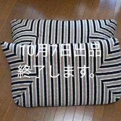 "Thumbnail of ""ソファ 背面 クッション 2つ"""