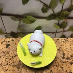 "Thumbnail of ""ミニチュア台座付き柴犬の置物"""