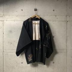 "Thumbnail of ""上質 花柄 刺繍 ブラックアート ノーカラー  着物 羽織 b"""