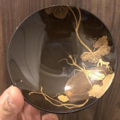 "Thumbnail of ""蔵から凄いお品物が出てきました。金で絵ががれたカマキリの漆塗り、蒔絵の盃サカズキ"""