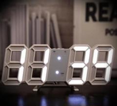"Thumbnail of ""注目の品‼インテリアとしての時計♡白ぶち白い光♡立体時計"""