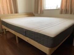 """Thumbnail of """"IKEAのマットレスと2口コンセント付き木製すのこベッド クィーン"""""""