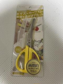 """Thumbnail of """"73 貝印のカーブキッチンハサミ ケース付"""""""