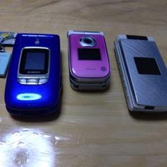 "Thumbnail of ""古い携帯電話3台"""