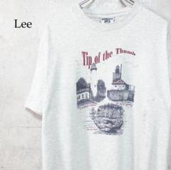 "Thumbnail of ""Lee グレーホワイト 風景画 家 プリント デザイン Tシャツ"""