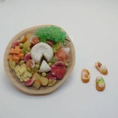 "Thumbnail of ""ミニチュア フード チーズボード ブルスケッタ"""