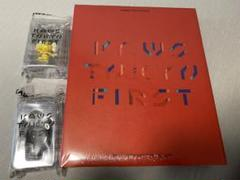 "Thumbnail of ""KAWS図鑑とJPPキーホルダーセット"""