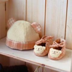 "Thumbnail of ""値下げ!オーガニックハンドメイドセット 帽子、靴、スタイ、がらがら、綿、糸"""