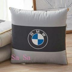 """Thumbnail of """"BMWの自動車は抱いて、枕の掛け布団の両用の車載の多機能を使って折り畳みます。"""""""