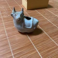 "Thumbnail of ""牛の爪楊枝入れ"""