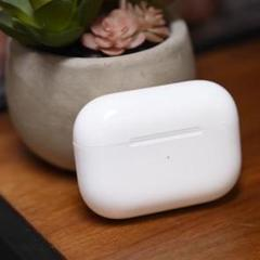"Thumbnail of ""Apple純正 AirPods Pro ワイヤレス充電ケース エアーポッズ"""