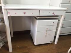 """Thumbnail of """"子供用の学習机、イス、棚、タンスのセット。引き取りの方のみ。"""""""