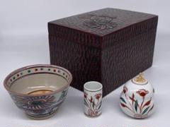 "Thumbnail of ""茶道具 茶箱 鎌倉彫茶箱 陶器三点セット 赤絵 紙箱"""