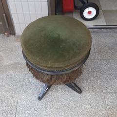 "Thumbnail of ""レトロ グリーンベロアの丸椅子 回転ピアノ椅子"""