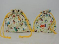 "Thumbnail of ""長靴をはいたネコ柄 お弁当袋 コップ袋 2点セット 黄緑色 ネズミ 魚"""