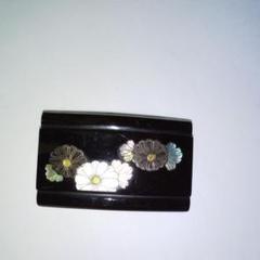 "Thumbnail of ""本鼈甲の帯留めです、古代菊紋様の螺鈿が美しく綺麗な帯留めです"""