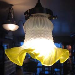 """Thumbnail of """"アンティーク、黄色吊り下げ型ランプ"""""""