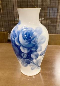 "Thumbnail of ""大倉陶園 ブルーローズ 35cm 岡染付薔薇絵花瓶"""