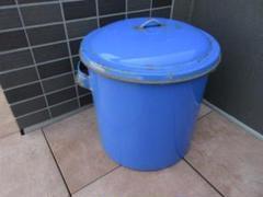 "Thumbnail of ""ブルーが綺麗なホーロー製の蓋付き容器(使用品)#アンティーク#ブロカント#レトロ"""