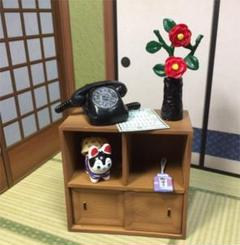 "Thumbnail of ""棚と黒電話  リーメント  ミニチュア"""