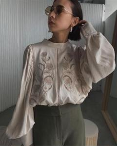 "Thumbnail of ""AMERI  LADY EMBROIDERY PUFF BLOUSE トップス"""