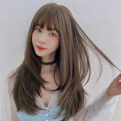 """Thumbnail of """"かつら女性の長い髪とストレートの髪がセットされています"""""""