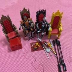"Thumbnail of ""王座の椅子 ウルトラマン"""