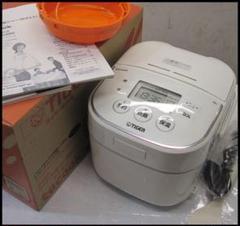 """Thumbnail of """"HD2164 未使用 タイガー マイコン炊飯器 3合 ホワイト JBU-A550"""""""