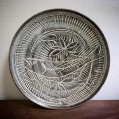 "Thumbnail of ""大皿 魚紋様 彫り シンプル モダン 素朴 質素 訳アリ カケ"""