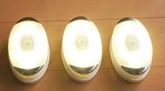 "Thumbnail of ""お部屋に綺麗♪3個入【便利】LEDセンサーライト人感センサー 電池式 室内足下灯"""