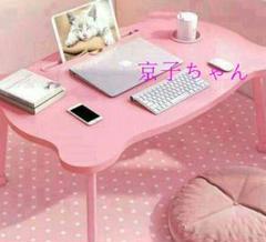 """Thumbnail of """"ベッドの上に小さな机のパソコンを折り畳む怠惰な人の机の寮の窓82"""""""