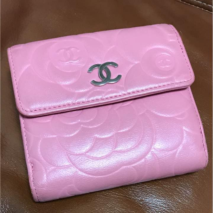 best website 16753 5be2e CHANEL カメリア ピンク 二つ折り財布(¥22,000) - メルカリ スマホでかんたん フリマアプリ
