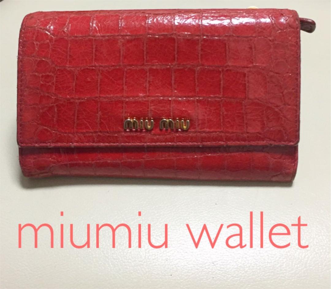 reputable site 07a18 08cf9 【値下げ】miumiu ミュウミュウ 財布 赤 クロコ調(¥1,111) - メルカリ スマホでかんたん フリマアプリ