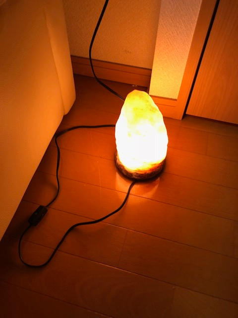 メルカリ - ヒマラヤ岩塩ランプ 空気浄化と癒しの灯り ナチュラル ...