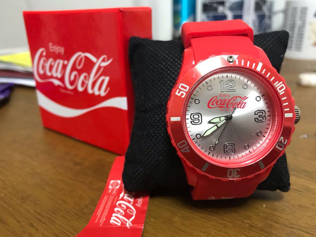 first rate d9953 eaf2d 腕時計 コカ・コーラ 赤(¥666) - メルカリ スマホでかんたん フリマアプリ
