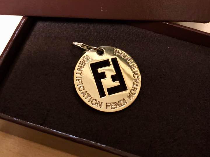 wholesale dealer 9fd8d a18f2 【FENDI】フェンディ ロゴ チャーム ゴールド(¥2,500) - メルカリ スマホでかんたん フリマアプリ