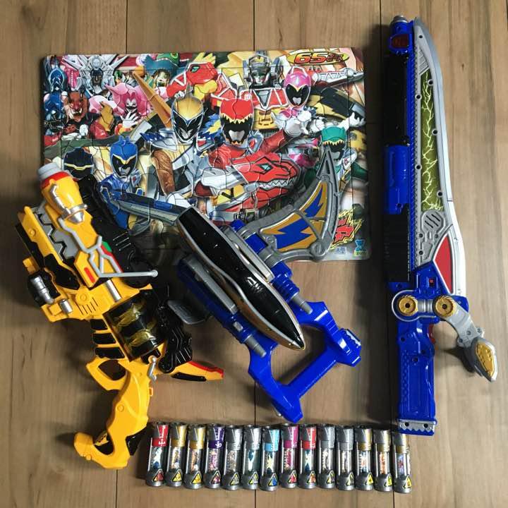 メルカリ 獣電戦隊キョウリュウジャー おもちゃ3個獣電池14本パズル