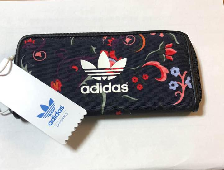 finest selection ffa6a 7336b [期間限定値引き]adidas 長財布 花柄(¥3,500) - メルカリ スマホでかんたん フリマアプリ