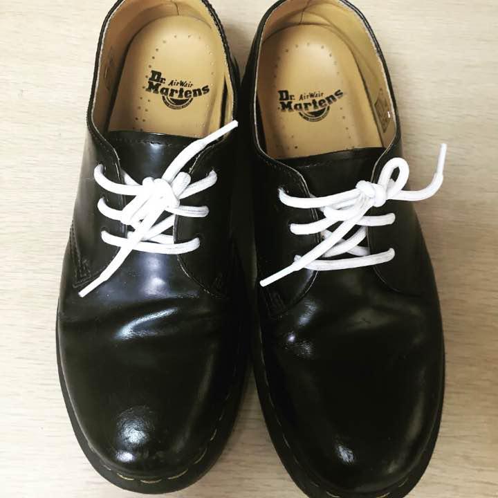 ドクターマーチン 3ホール 靴紐白 dr.martens(¥5,500) , メルカリ スマホでかんたん フリマアプリ