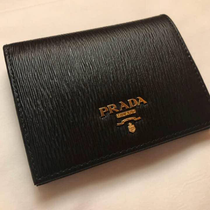 low priced b6195 7f7a3 PRADA プラダ 二つ折り財布★新品未使用 送料無料★革 今流行りのミニ財布!(¥35,800) - メルカリ スマホでかんたん フリマアプリ