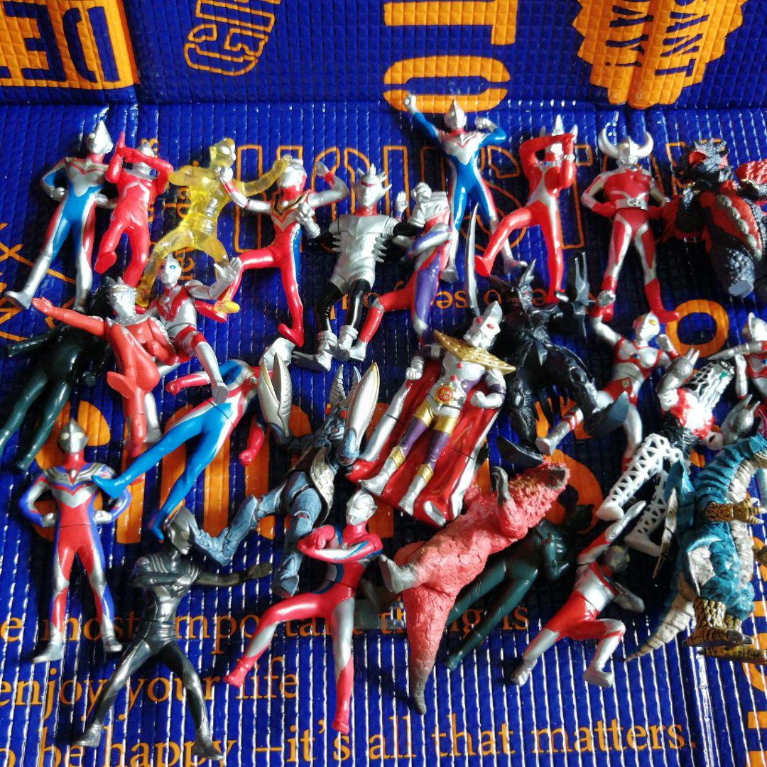 Ultraman mini soft vinyl figure Tiga King Alien Baltan Dyna Gaia Father Ultra