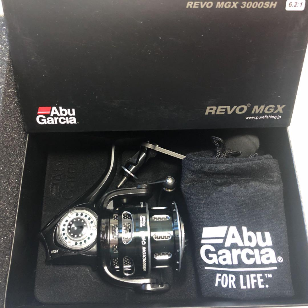 Box with Abu Garcia REVO MGX 3000SH