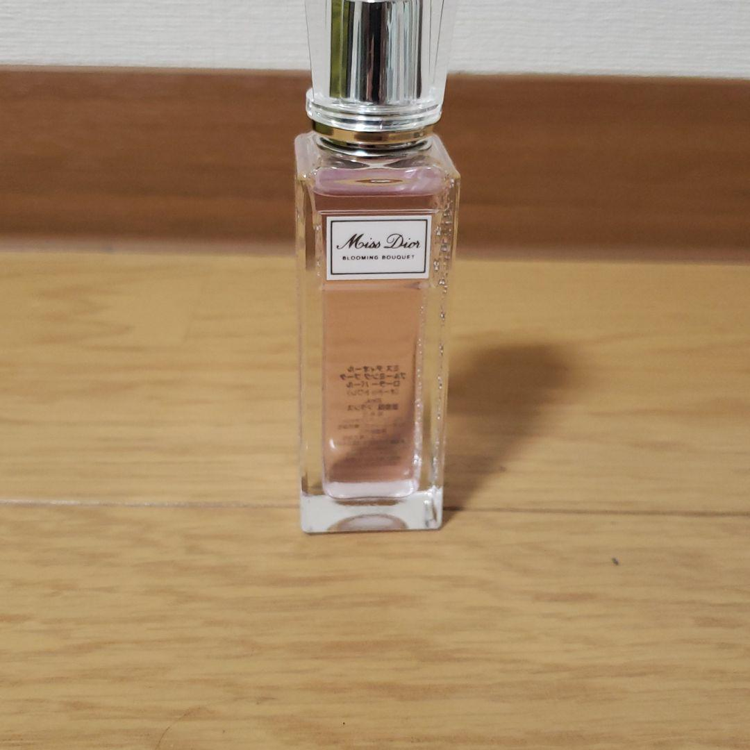 newest 3a1cd e8887 【maa様専用】Dior ミスディオール ロールオン 香水(¥3,000) - メルカリ スマホでかんたん フリマアプリ
