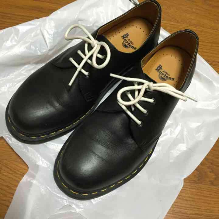 ドクターマーチン 3ホール ブラック 靴紐黒付け替え済(ドクターマーチン正規品)(¥10,000) , メルカリ スマホでかんたん フリマアプリ