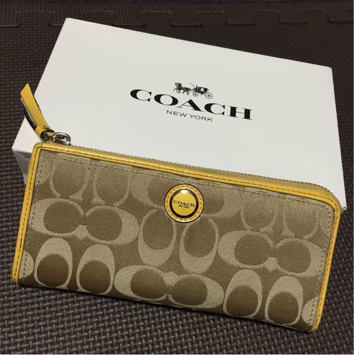 wholesale dealer 8f521 0a125 さっちゃん。様専用!!値下げ!金運アップ⁉︎ コーチの黄色い財布☆(¥4,000) - メルカリ スマホでかんたん フリマアプリ
