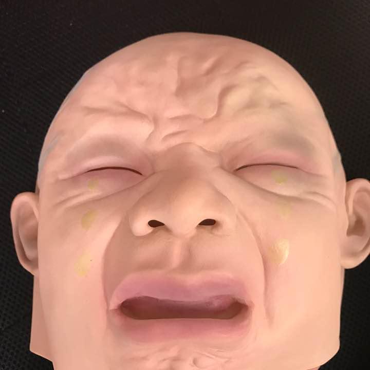 変な顔のマスク
