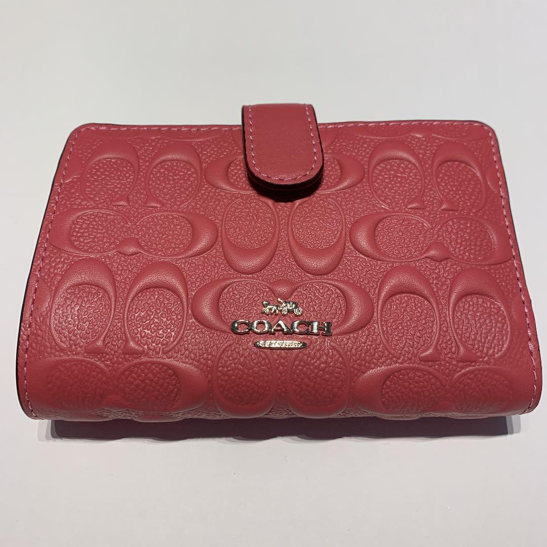 new styles a6b44 bed5b COACH コーチ 二つ折り財布ピンク(¥8,000) - メルカリ スマホでかんたん フリマアプリ